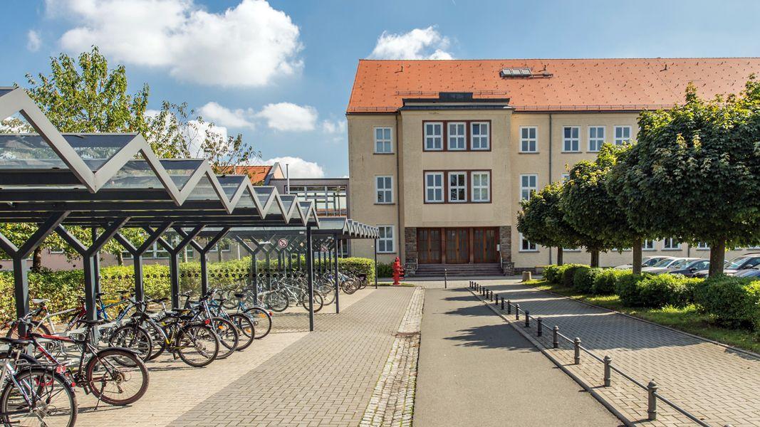 Schulgebäude Außenansicht